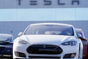 Tesla warns of restrictions on autopilot